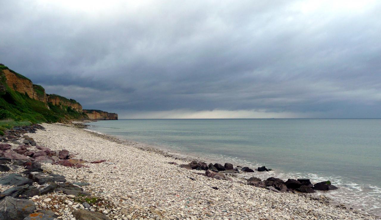 A 9 km, la Plage d'Or à Vierville sur mer