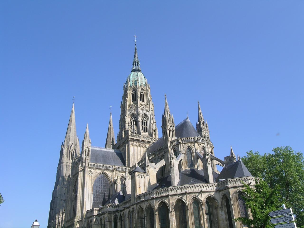14 km, la Cathédrale de Bayeux