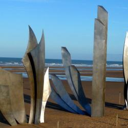"Sculpture ""Les Braves"" à Saint-Laurent sur mer, 9 km"